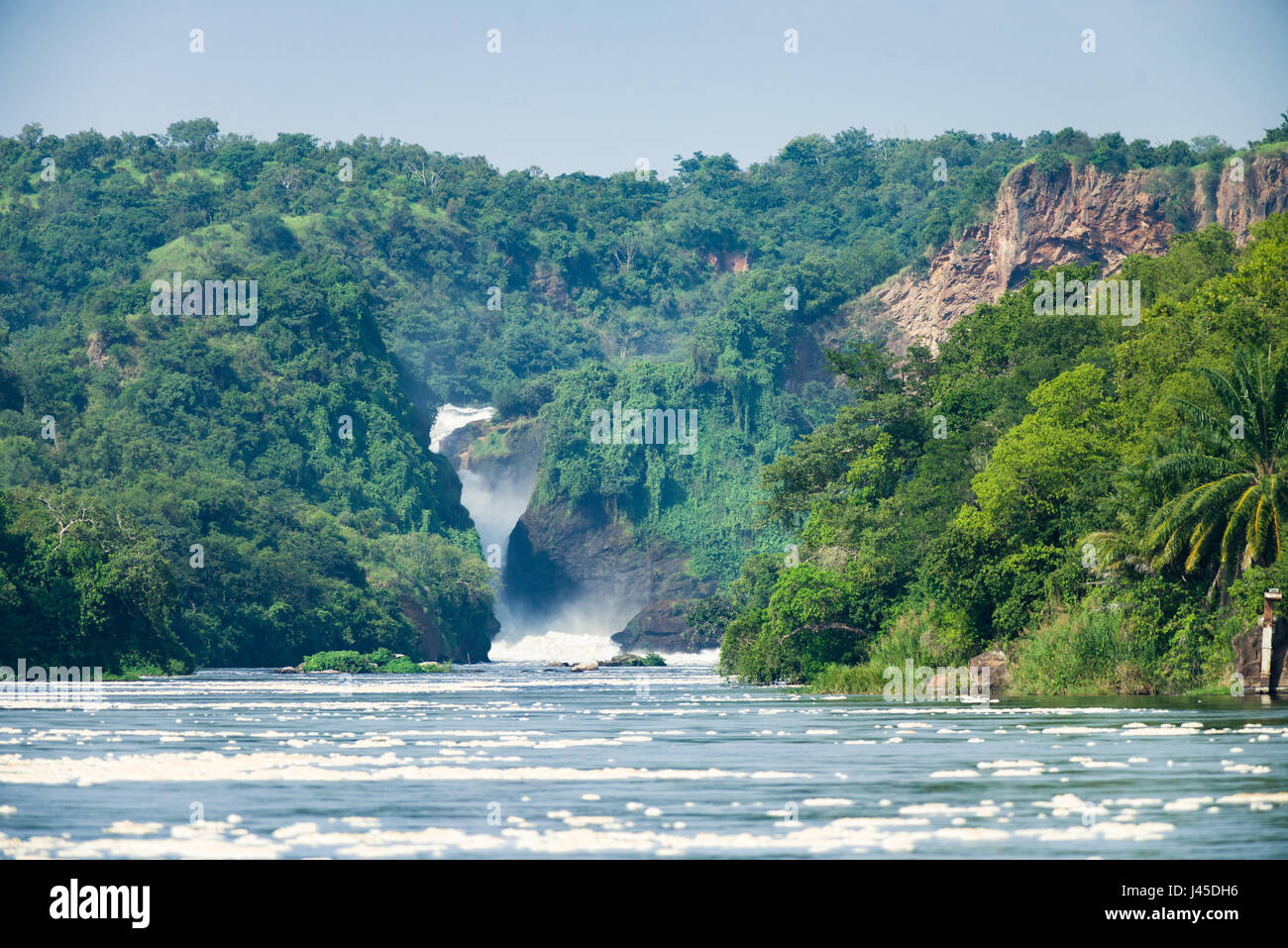Et Murchison Falls le Nil Victoria circulant sur elle, de l'Ouganda Photo Stock