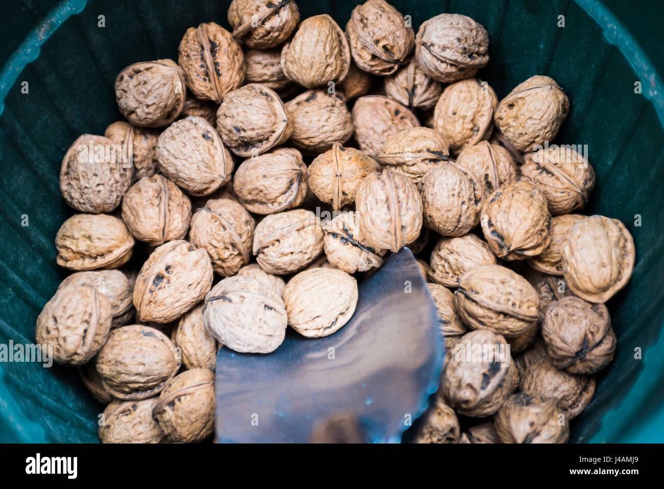 Vente de noix en vrac Photo Stock