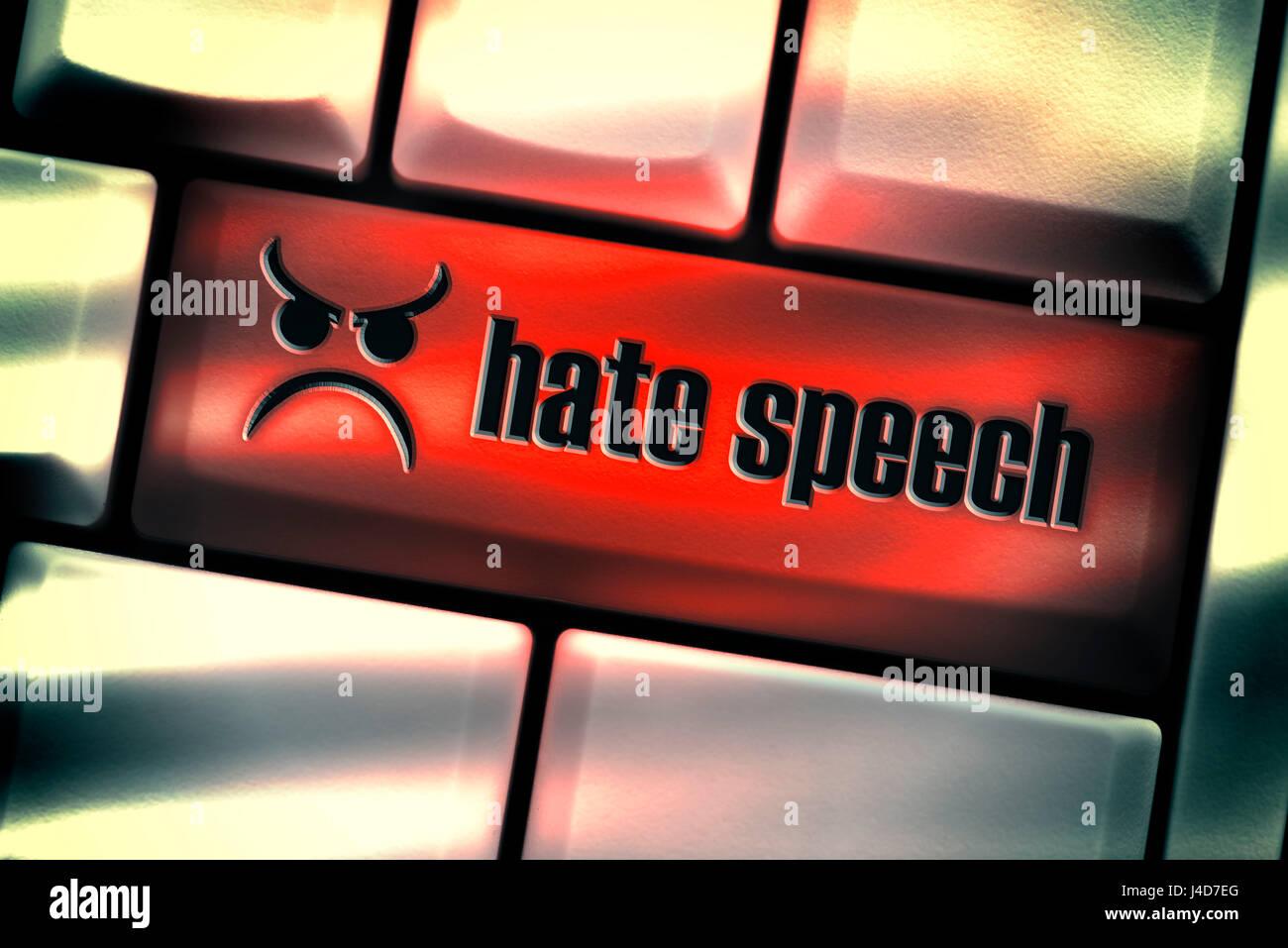 Clé de l'ordinateur avec l'étiquette le discours de haine, la haine en conversation sur les réseaux Photo Stock