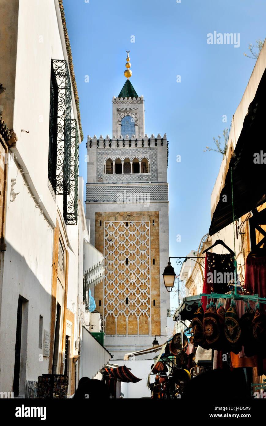 Mosquée mosquée Jamaa Ez Zitouna dans la Médina de la ville de Tunis, en Tunisie, l'Afrique Photo Stock