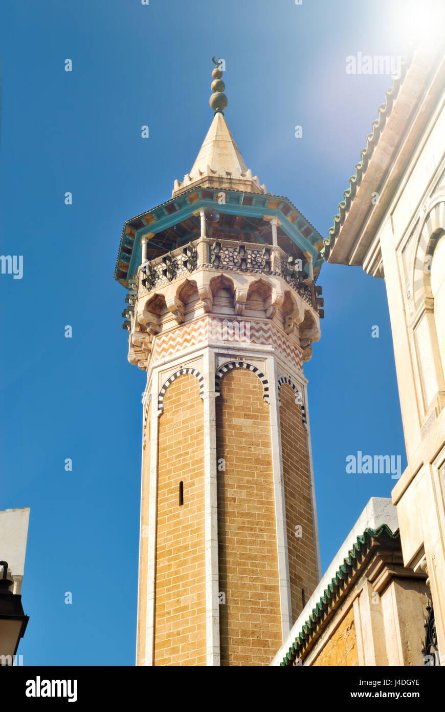 Minaret et la mosquée Hammouda Pacha n la Médina de la ville de Tunis, en Tunisie, l'Afrique Photo Stock