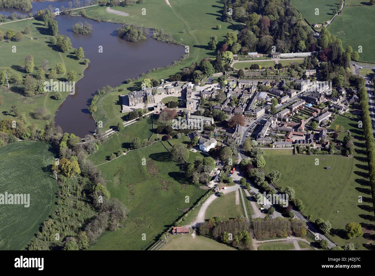 Vue aérienne du village et Ripley Castle, North Yorkshire, UK Photo Stock