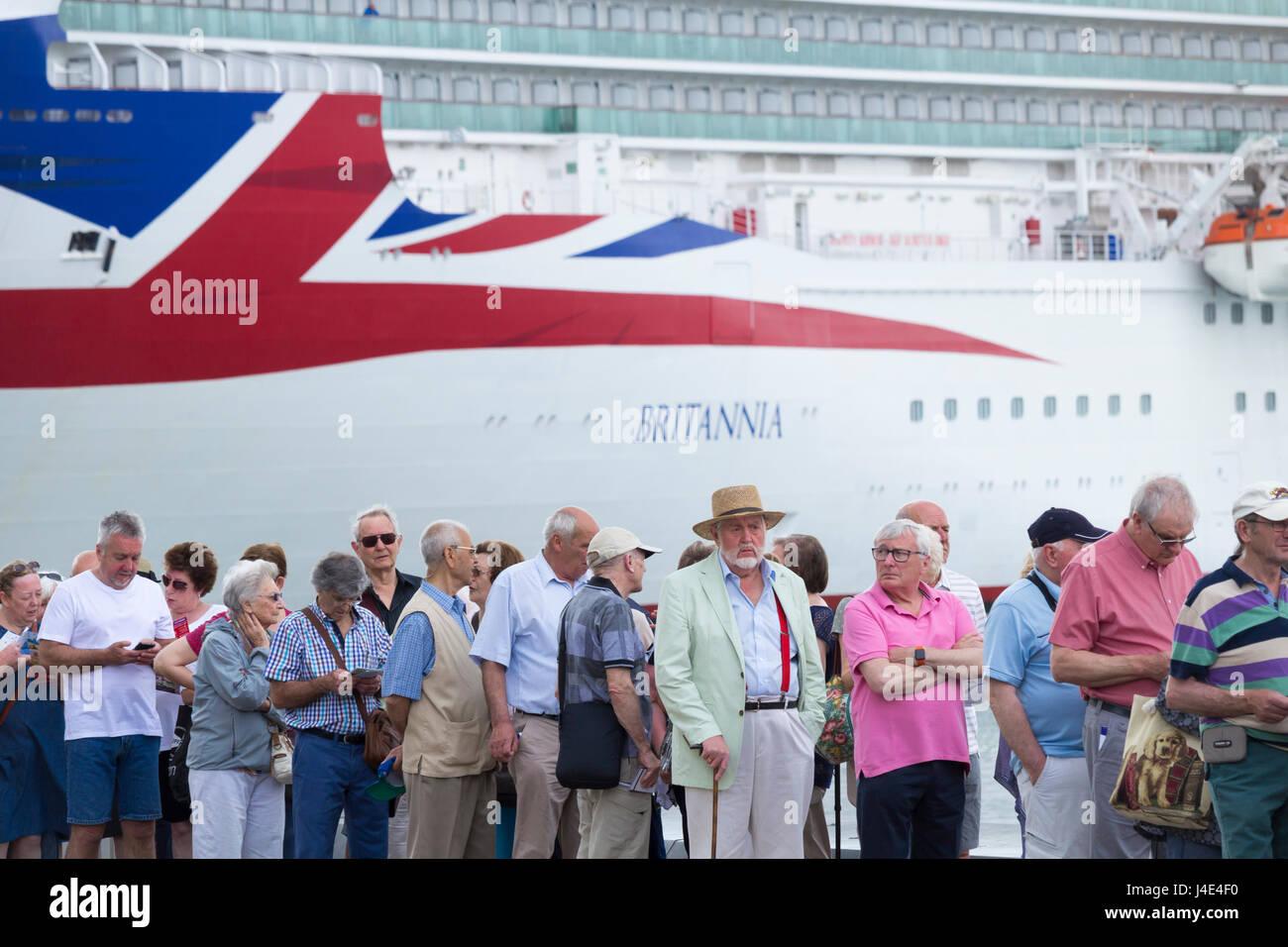 Las Palmas, Gran Canaria, Îles Canaries, Espagne, le 12 mai 2017. Météo: les passagers des bateaux de croisière Banque D'Images