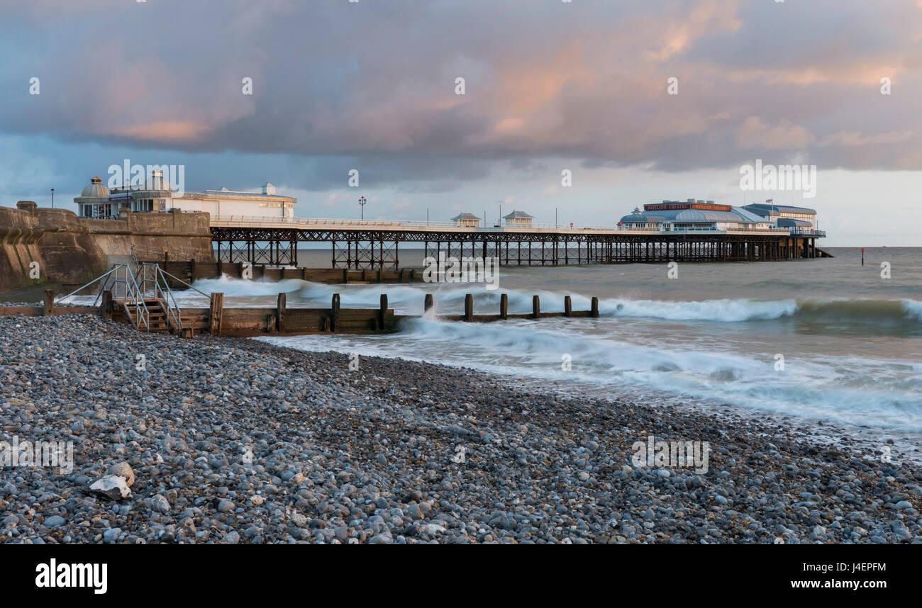 Un beau ciel sur un matin de printemps à Cromer, Norfolk, Angleterre, Royaume-Uni, Europe Photo Stock