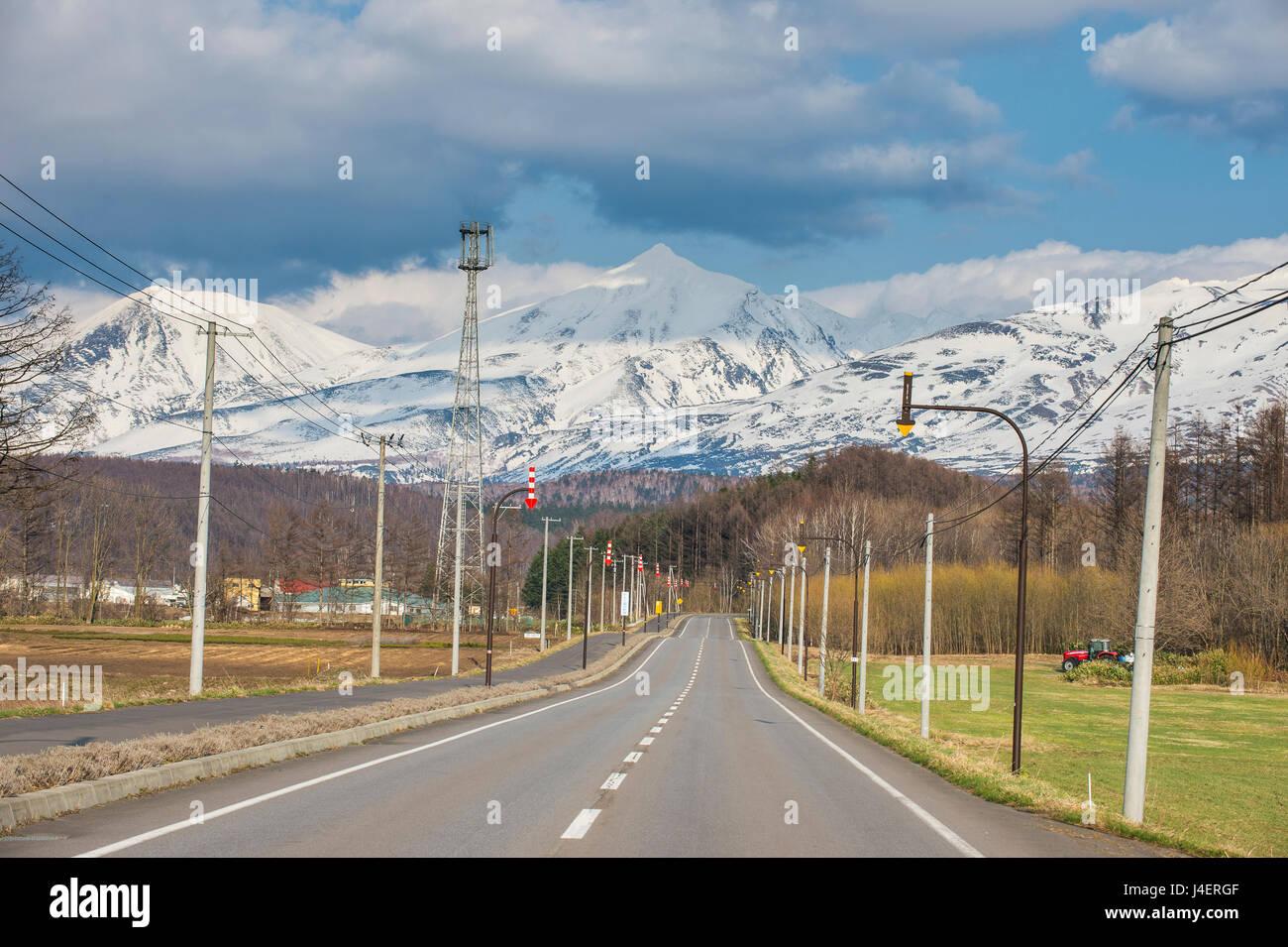 Route menant à la montagne spectaculaire du parc national de Daisetsuzan, UNESCO World Heritage Site, Hokkaido, Photo Stock