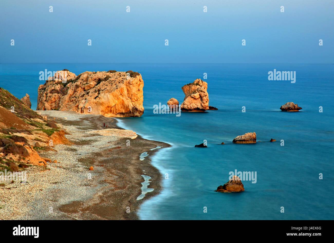 """""""Petra tou Romiou"""" beach ('Greek's Rock', aussi connu sous le nom de """"rocher d'Aphrodite"""" ou """"l'Aphrodite Beach'), Banque D'Images"""