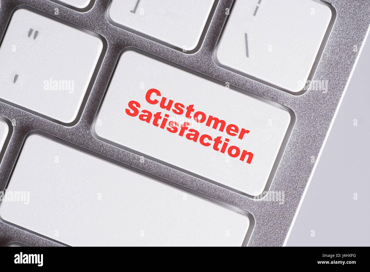 """""""La Satisfaction Client' mots rouges sur fond blanc - clavier en ligne, l'éducation et l'entreprise Photo Stock"""