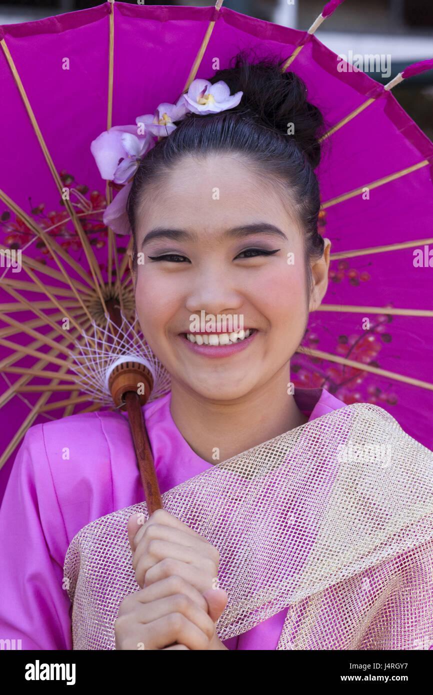 La Thaïlande, Chiang Mai, Chiang Mai Fête des fleurs, femme, jeune, composé, la décoration florale, l'écran d'affichage, le portrait, le modèle ne libération, Banque D'Images