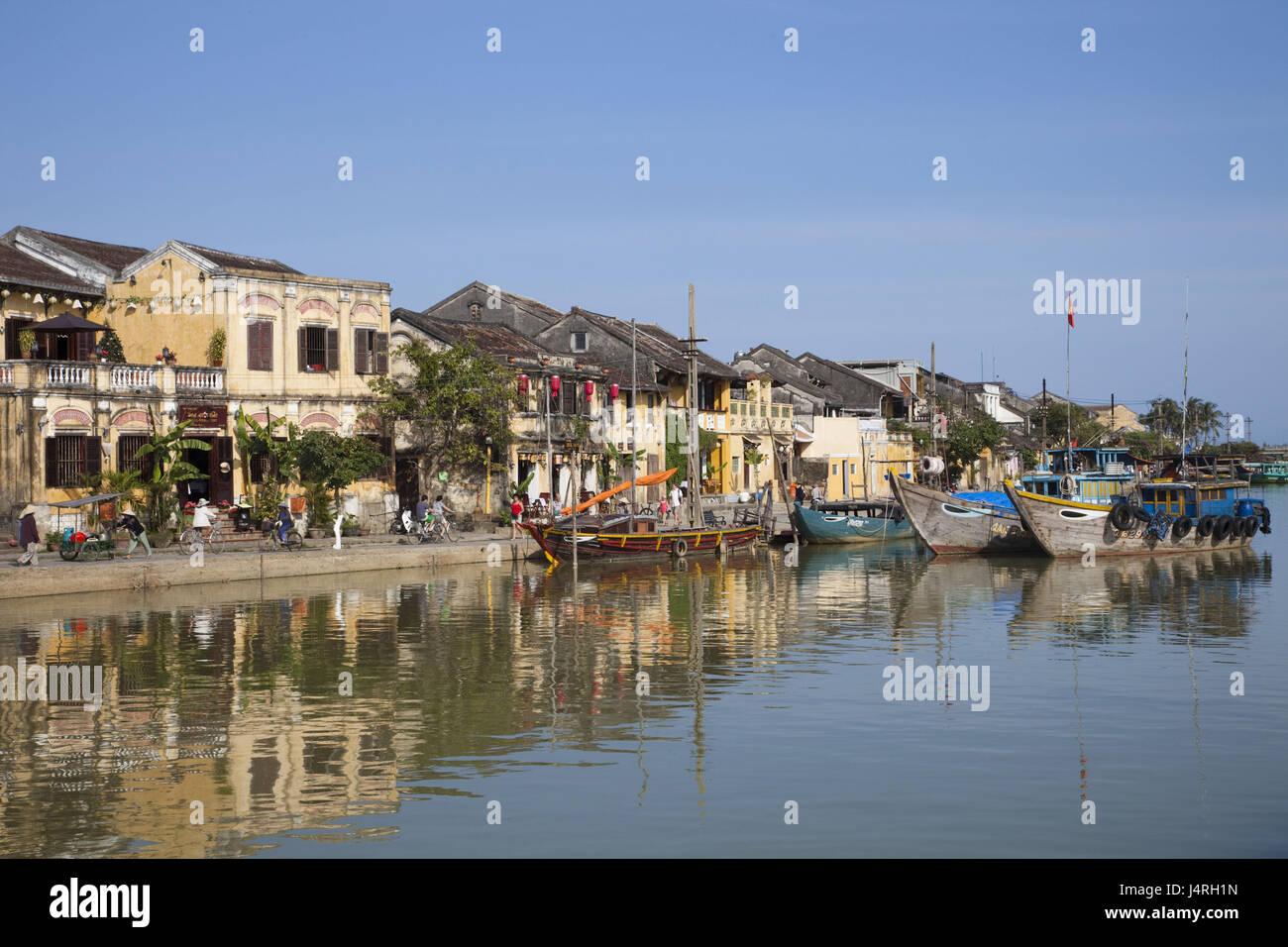 Vietnam, Hoi An, en vue de la ville et Thu bon flux, bottes, Photo Stock
