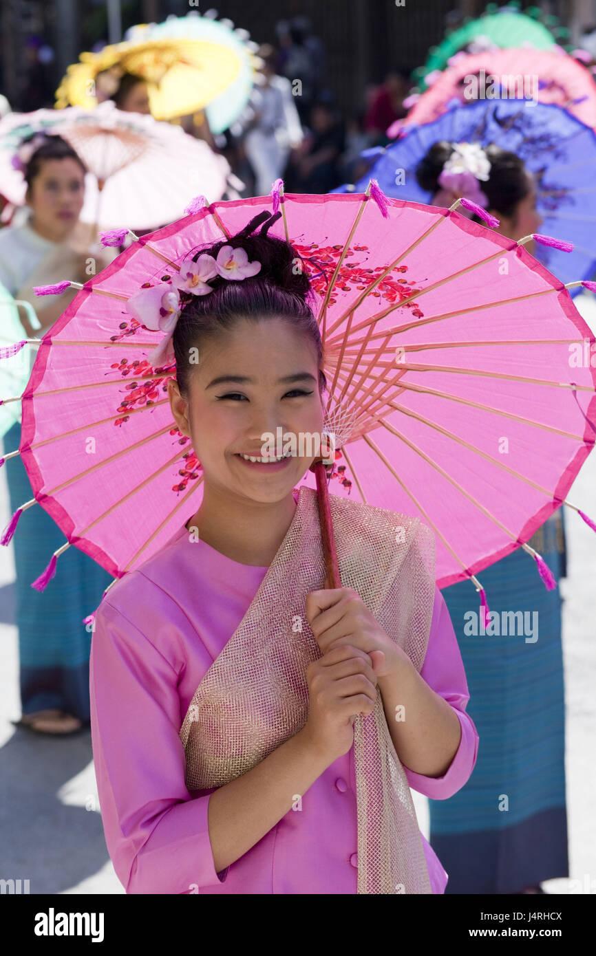 La Thaïlande, Chiang Mai, Chiang Mai Fête des fleurs, femme, jeune, composé, la décoration florale, la moitié de l'écran, portrait, modèle ne libération, Banque D'Images