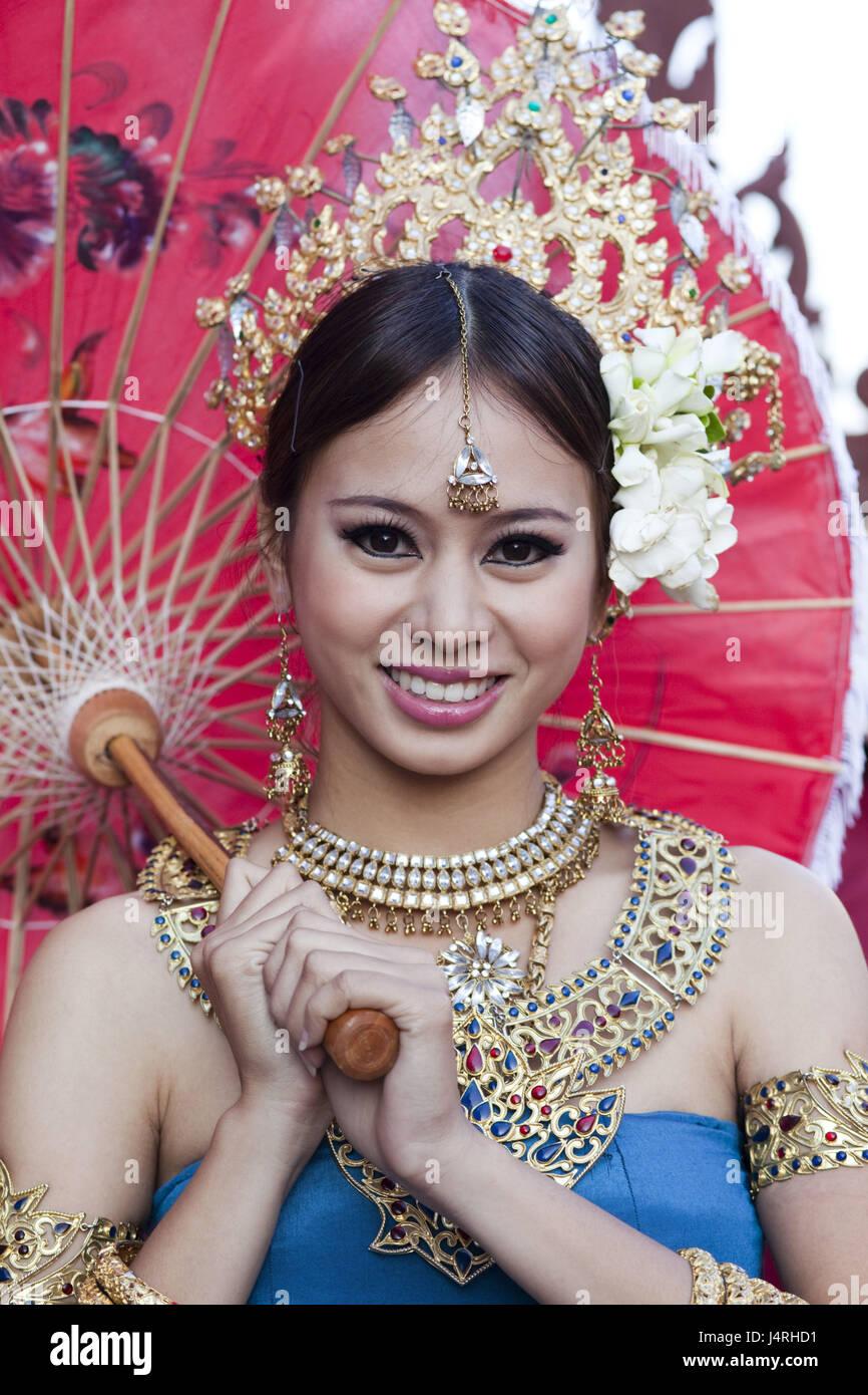 La Thaïlande, Chiang Mai, Chiang Mai Fête des fleurs, femme, décoration florale, affichage écran, robe, traditionnellement, la moitié portrait, le modèle ne libération, Banque D'Images