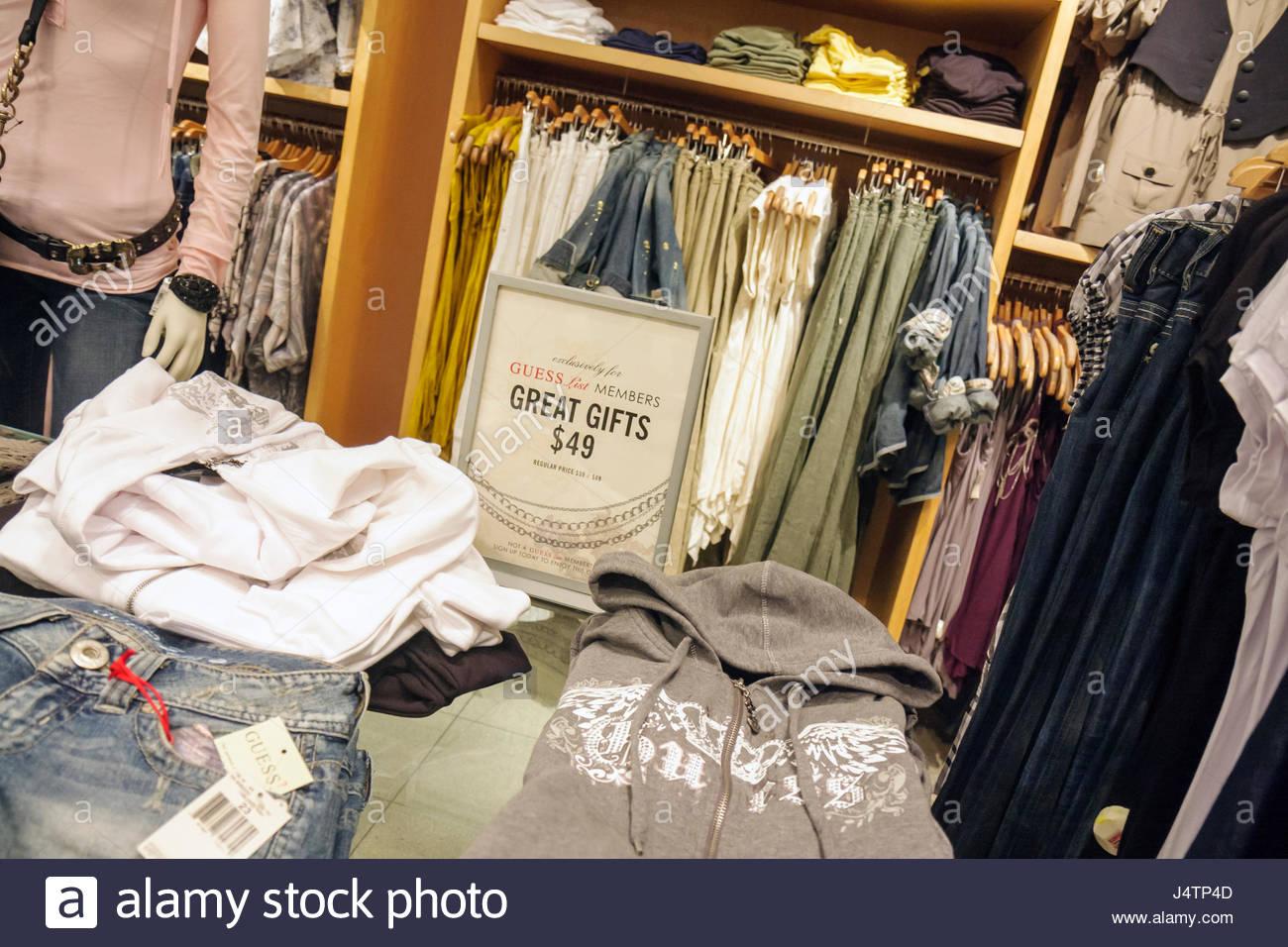 4c7c824152 Collins Avenue Miami Beach Florida business magasin Guess shopping fashion  designer boutique de vente de vêtements