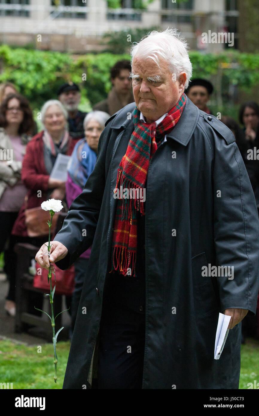 Londres, Royaume-Uni. 15 mai, 2017. Bruce Kent, militant de la paix et de l'ancien prêtre catholique, laisse Photo Stock