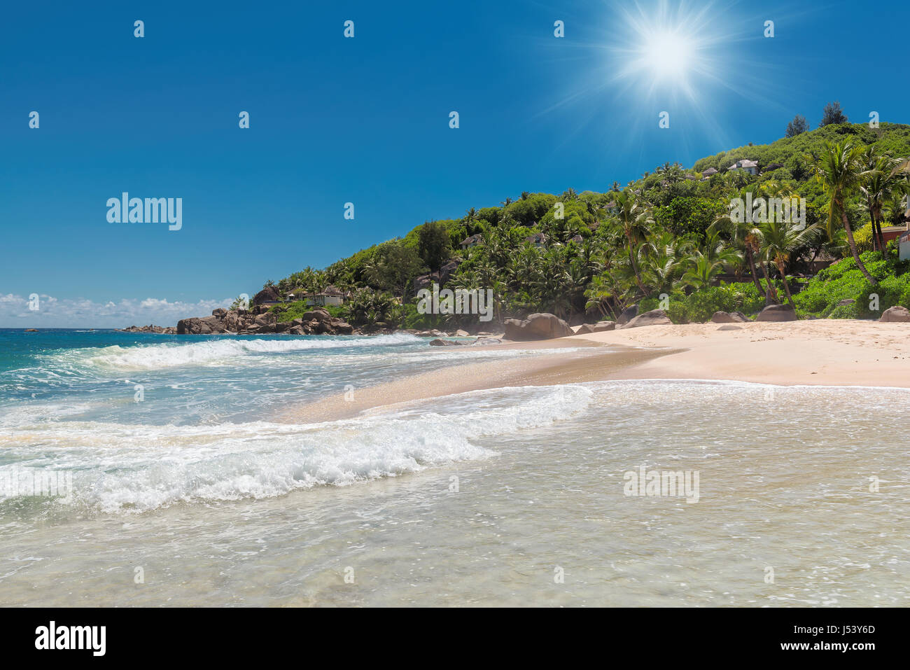 Seychelles beach au lever du soleil. Photo Stock