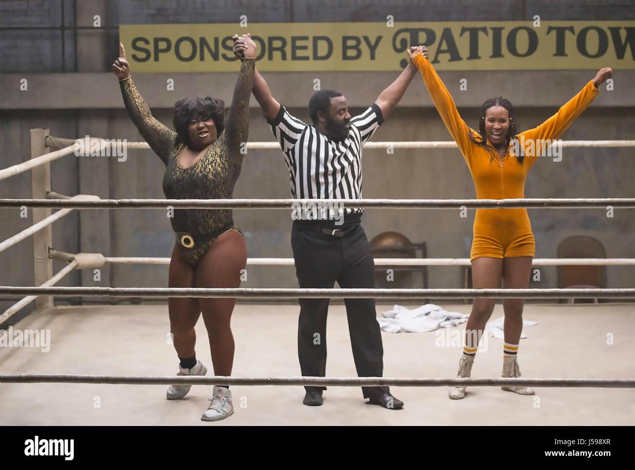 GLOW 20127 série TV Netflix avec Kia Stevens à gauche et droite à Sydelle Noel Photo Stock