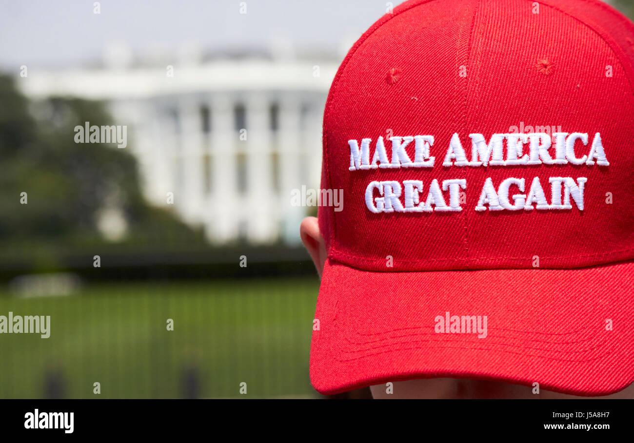 Man wearing red faire à nouveau à l'extérieur de l'Amérique grand trump White House Photo Stock