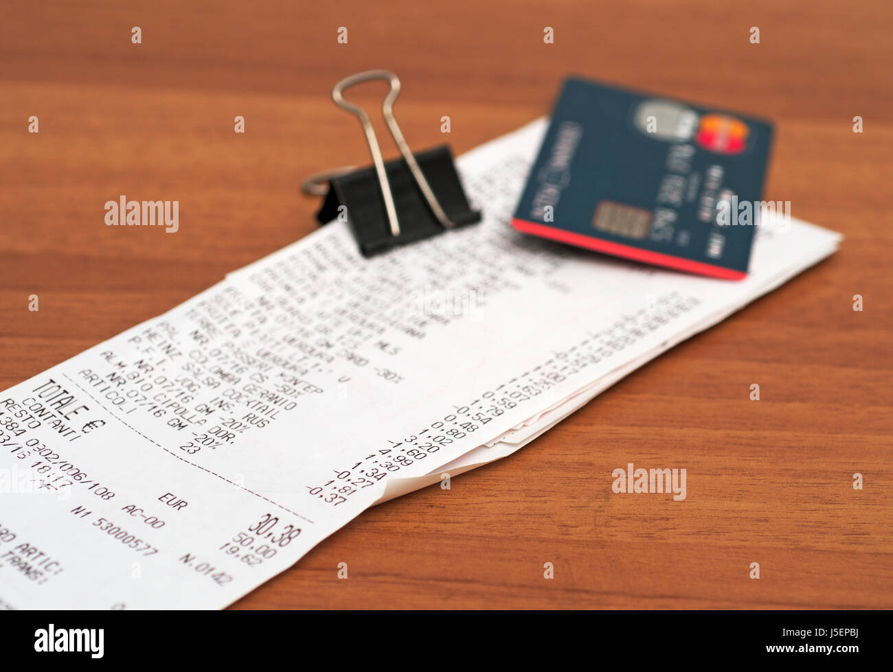 Carte de crédit et les reçus de supermarché Photo Stock