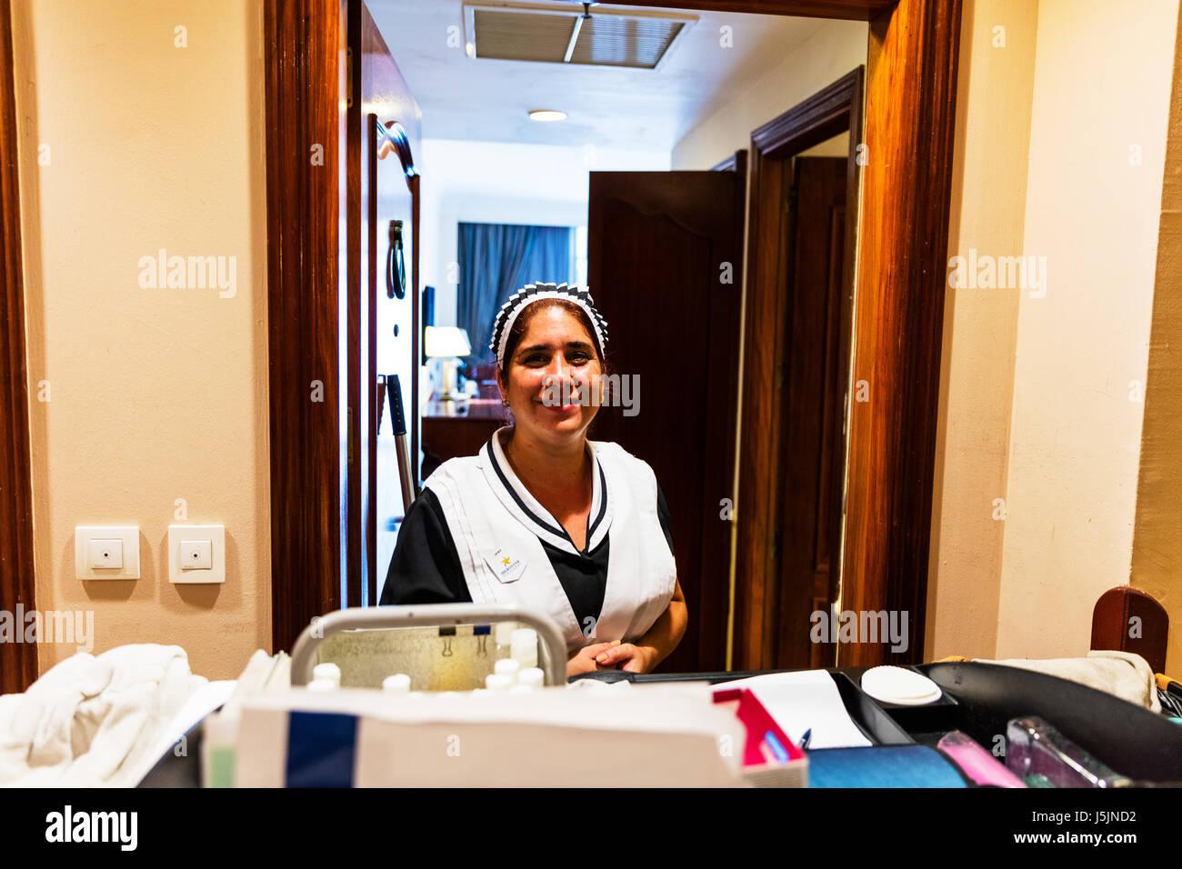 Servante de nettoyage chambres de l 39 h tel femme de chambre femme de chambre de l 39 h tel cuba - Competence femme de chambre ...
