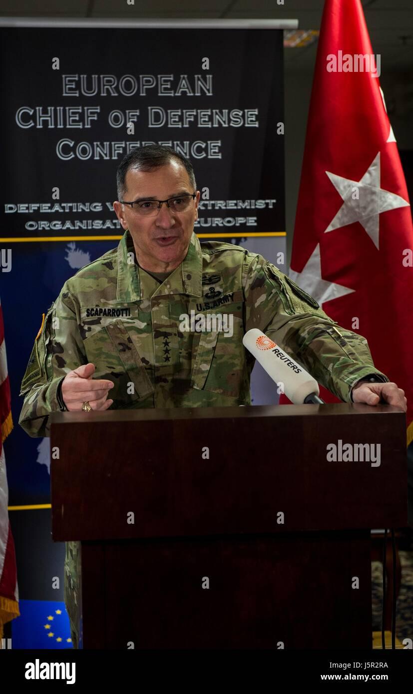L'armée américaine et de Commandant suprême allié de l'OTAN Curtis Scaparrotti parle Photo Stock