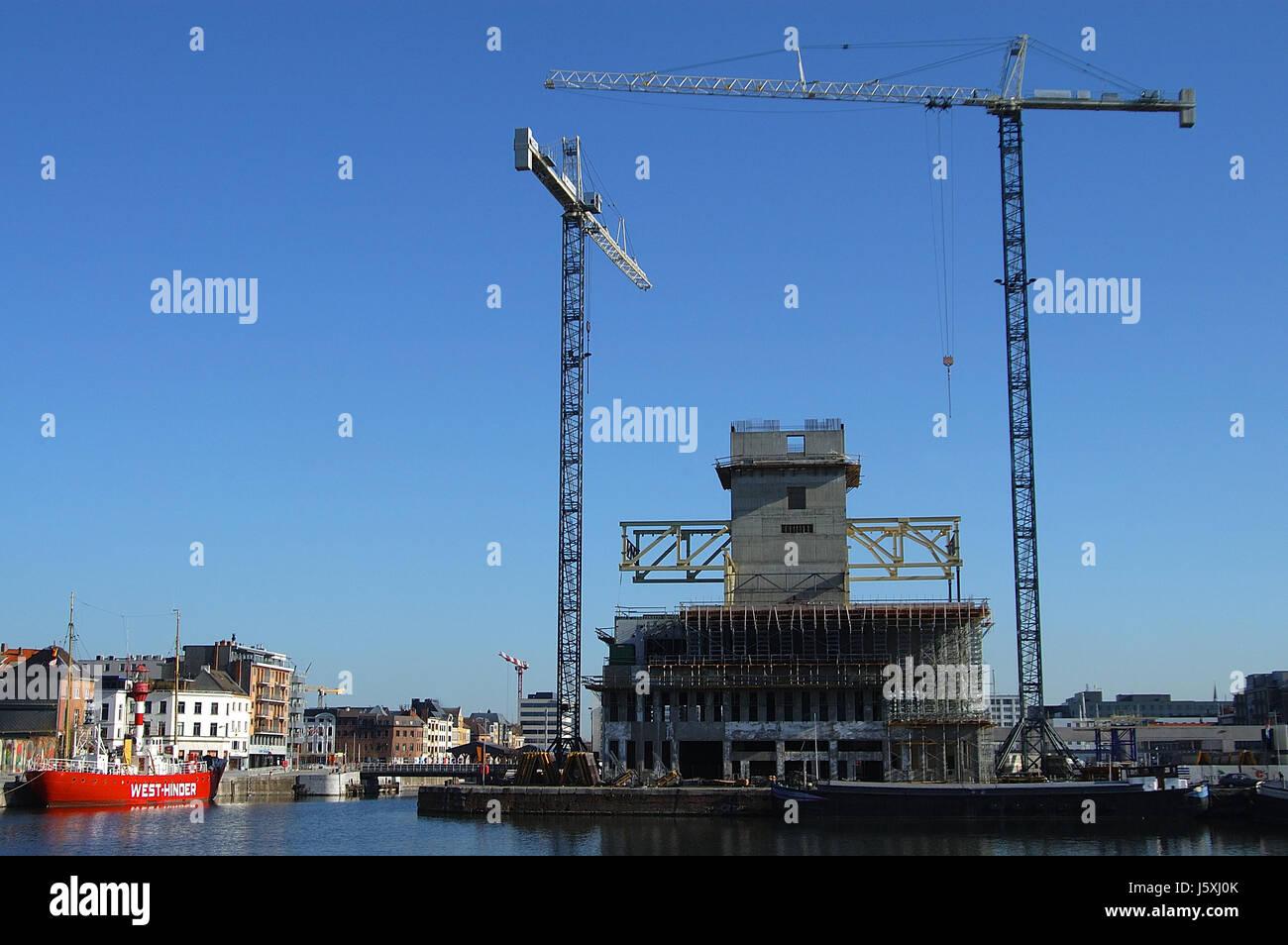Grue de construction waterfront Anvers grand site en construction bateau à voile voilier Banque D'Images