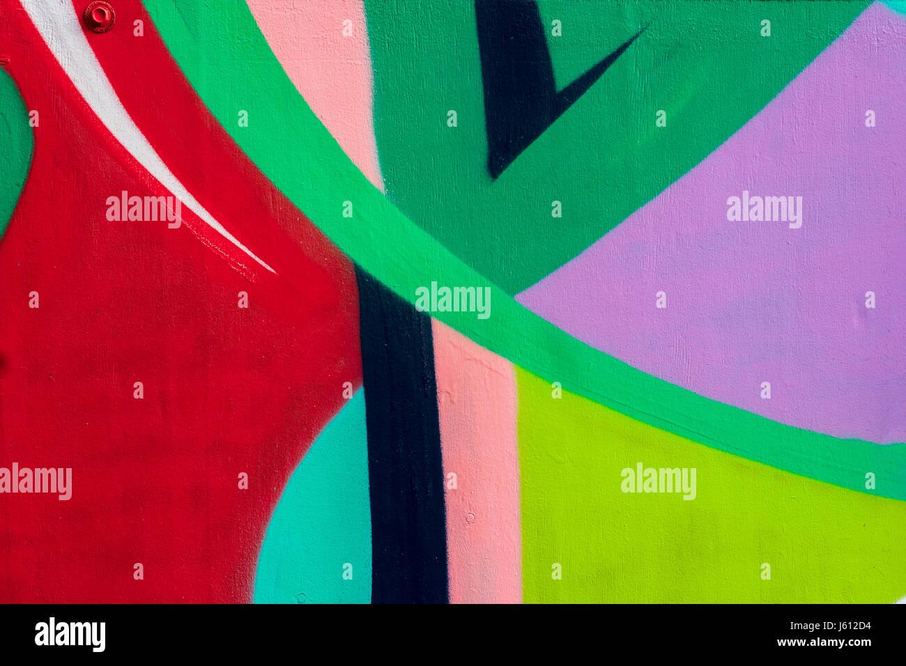 Fragment de mur lumineux avec détail des graffiti, street art. dessin créatif abstrait couleurs mode. Photo Stock