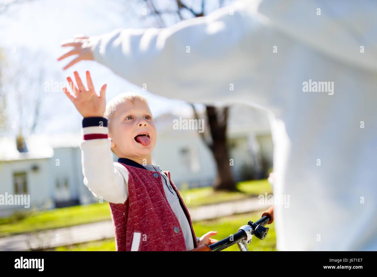 Souffler la victoire avec les mains, frère, Photo Stock