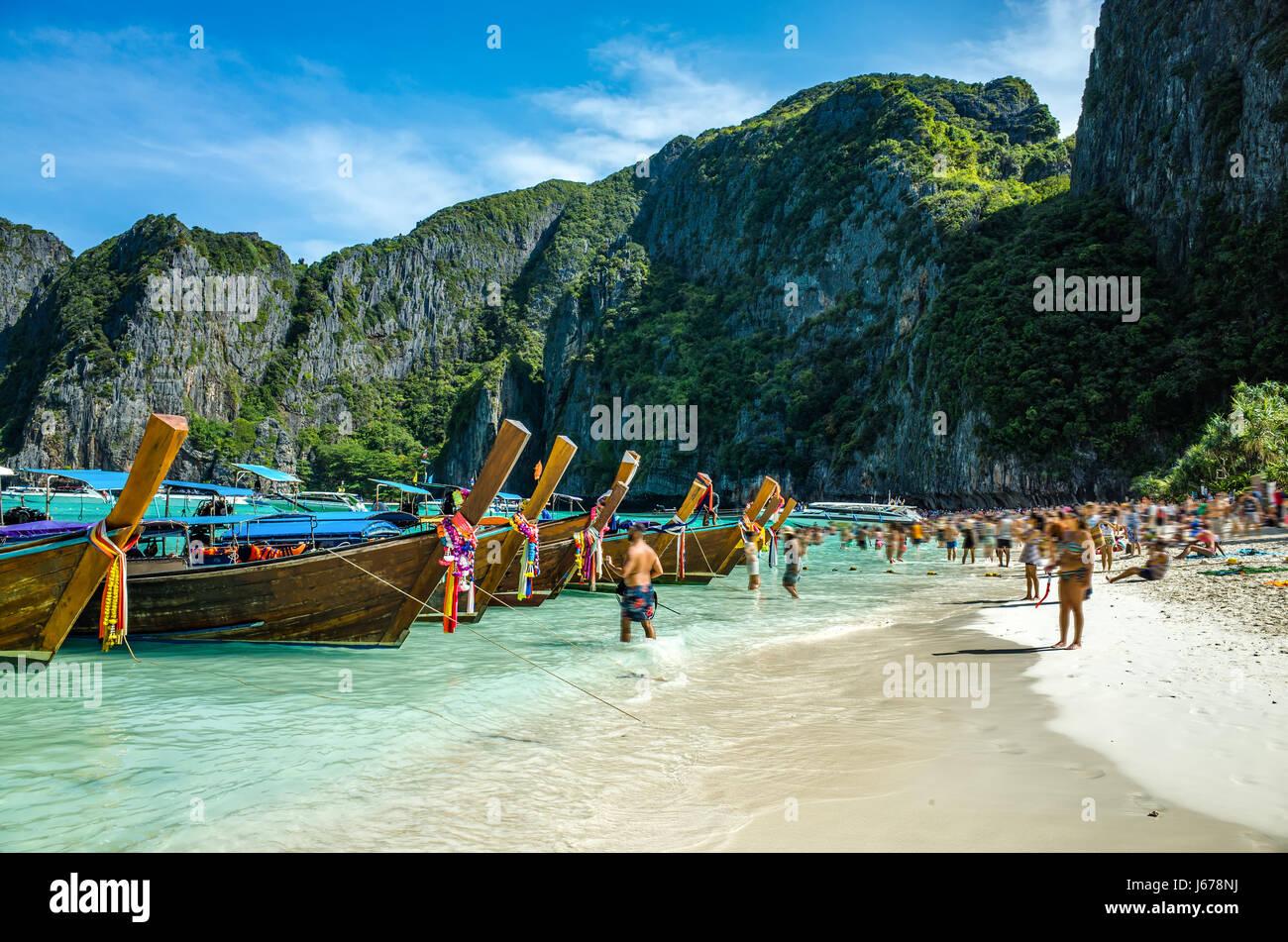 Bateaux sur la plage de Koh Phi Phi, Thaïlande Banque D'Images