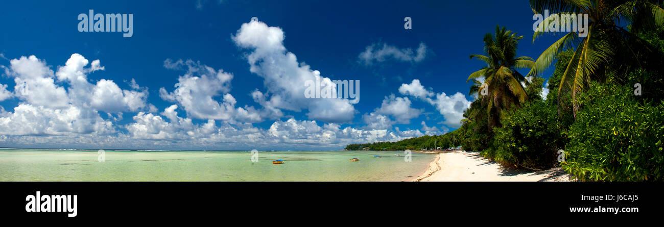 Vue panoramique sur la plage tropicale, Seychelles Banque D'Images