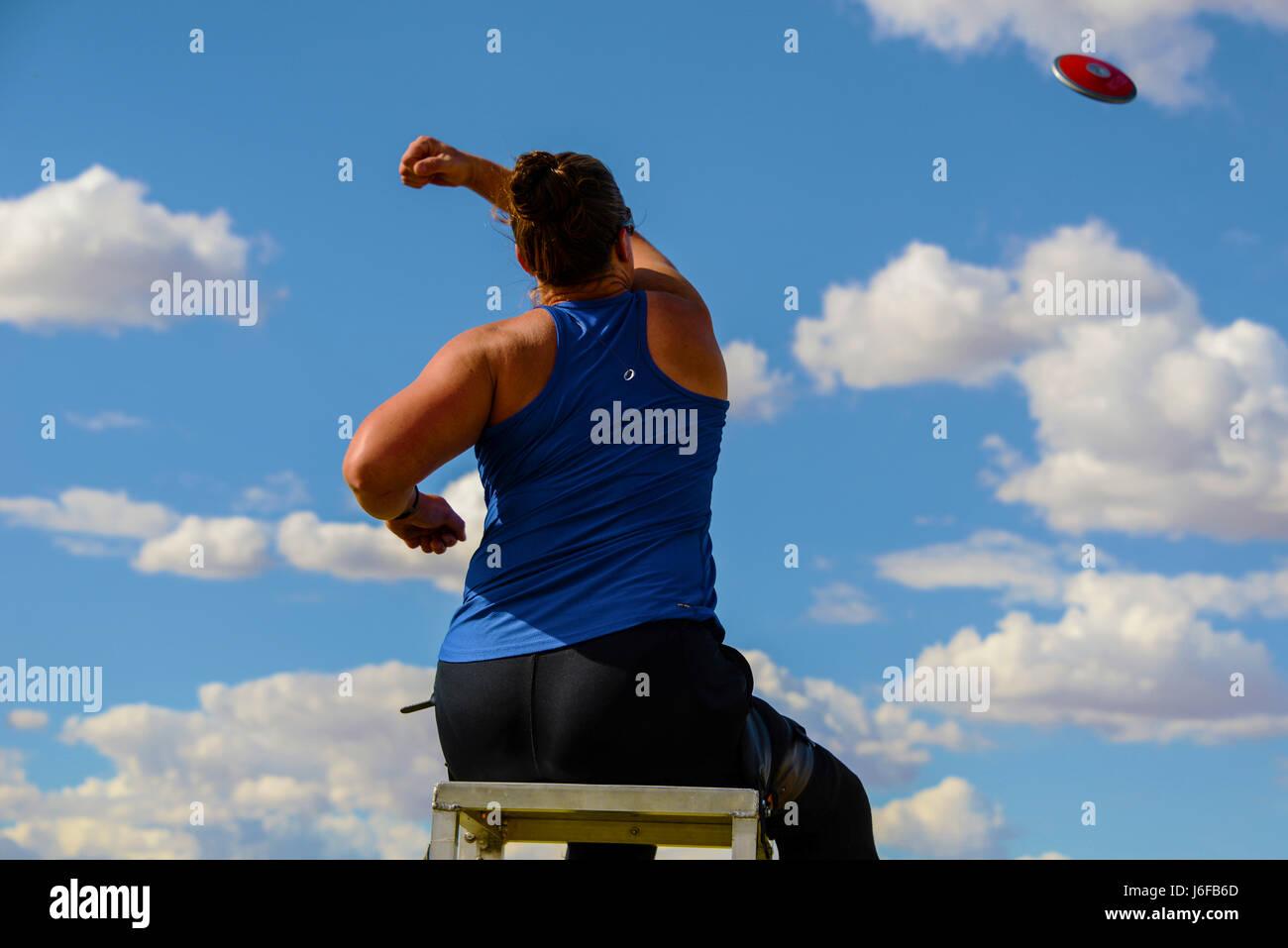 Christy Gardner, 2017 concurrent aux Jeux paralympiques, pratiques jetant une discus 10 mai 2017, à la base Photo Stock