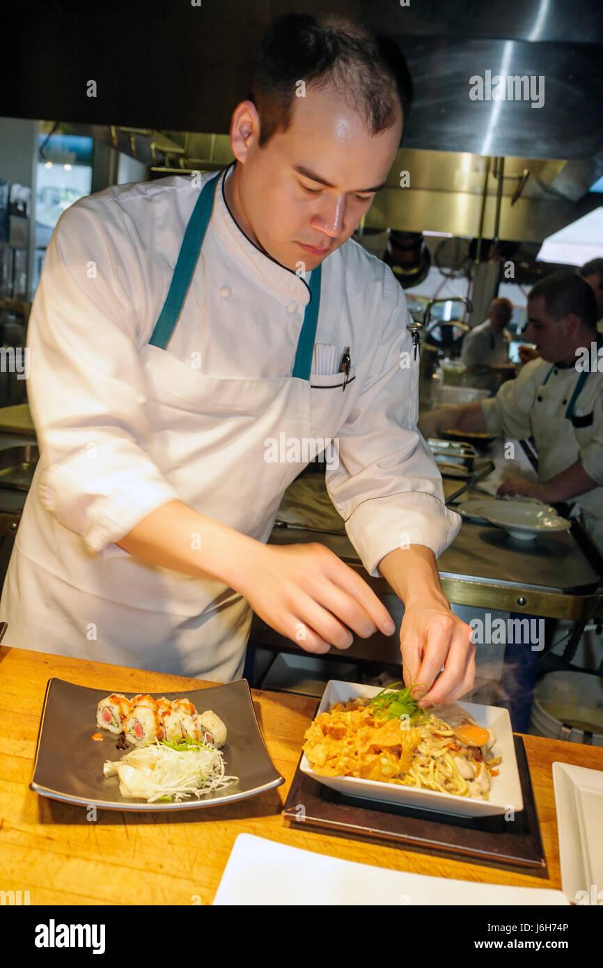Roanoke Virginia Campbell Street homme chef de cuisine américaine Restaurant Metro plaques asiatique préparation Banque D'Images
