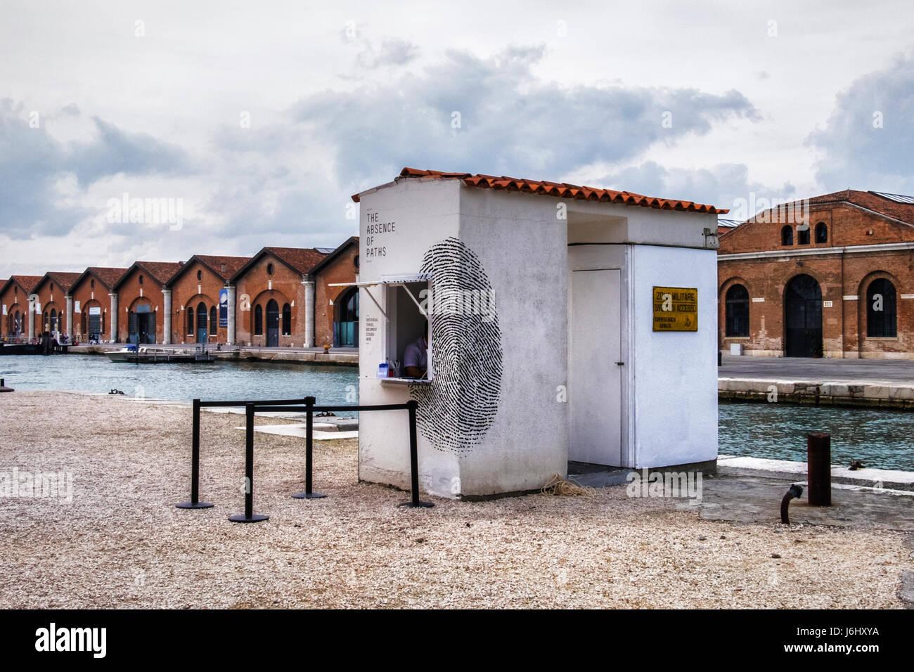 Castello,Venise,port de l'Arsenal. 57e Biennale 2017,La Biennale di Venezia.Pavillon tunisien,l'absence Photo Stock