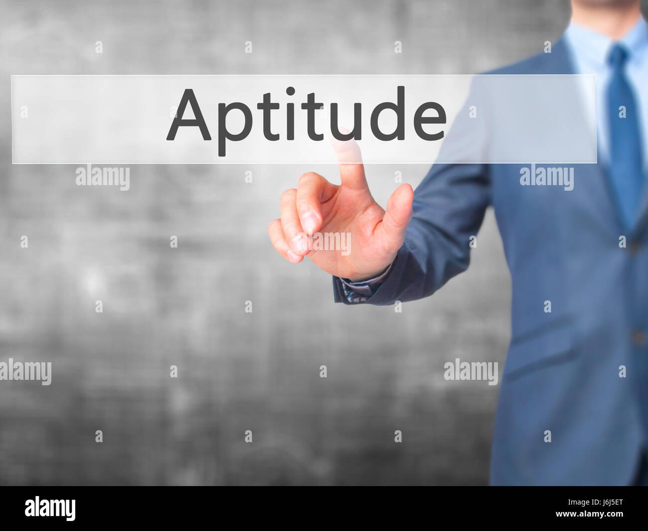 Homme d'aptitude - appuyez sur sur écran numérique. Business, internet concept. Stock Photo Photo Stock