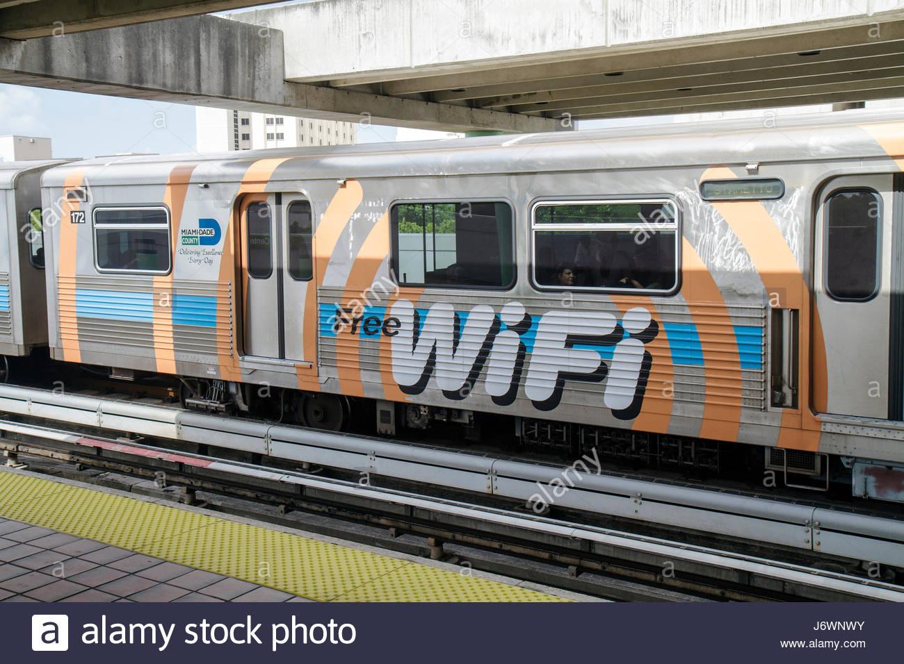 Floride Miami Metrorail Station train accès Internet Wifi gratuit Photo Stock