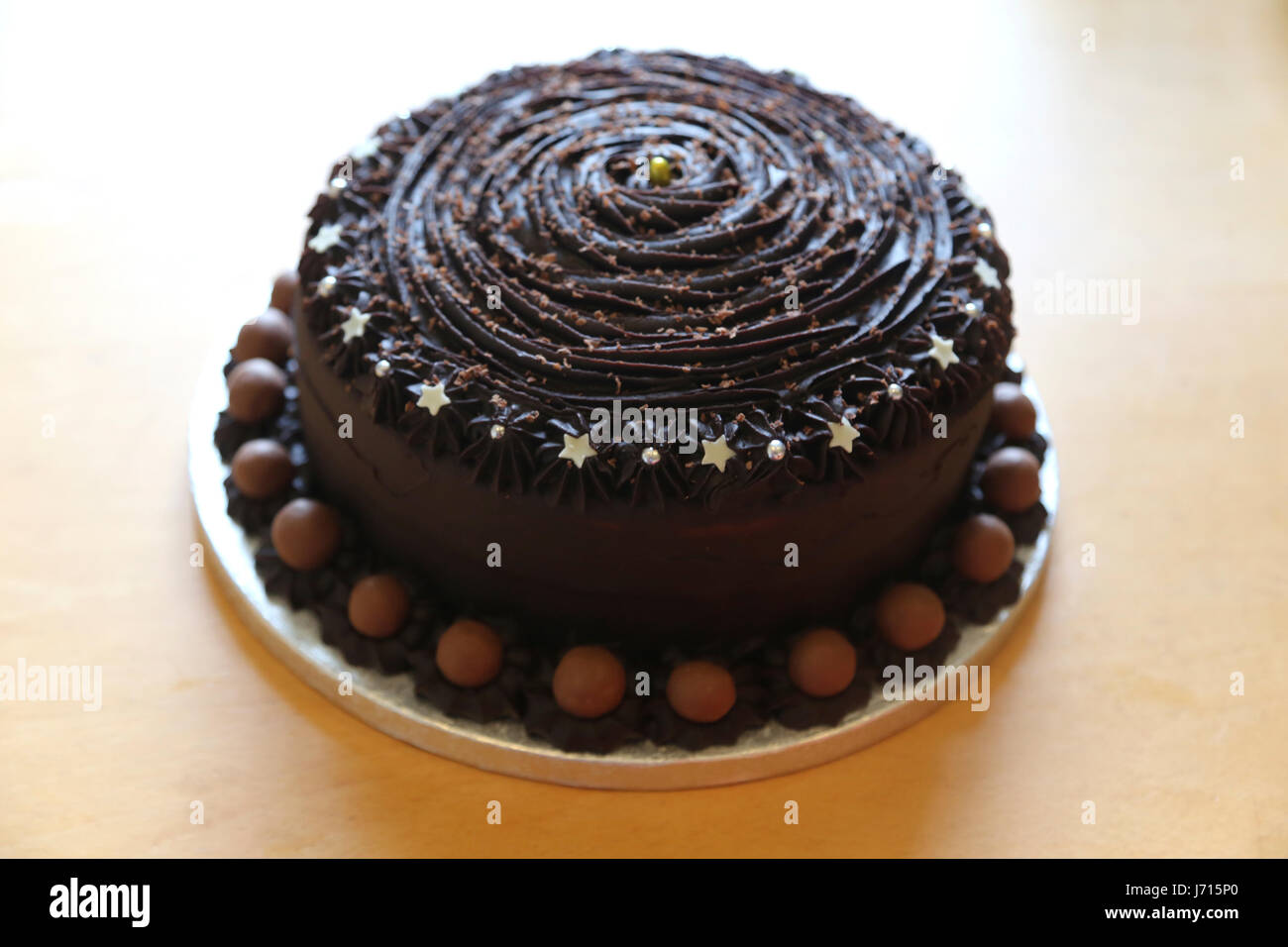 Gateau Au Chocolat Fait Maison Avec Maltesers Photo Stock Alamy