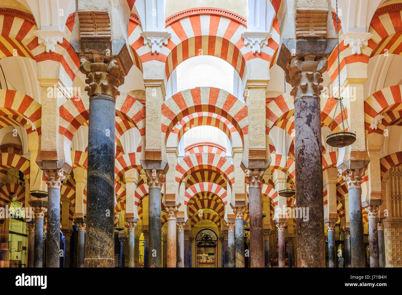 Cordoue, Espagne - 29 septembre 2016: vue de l'intérieur de la cathédrale Mezquita de Cordoue, Photo Stock
