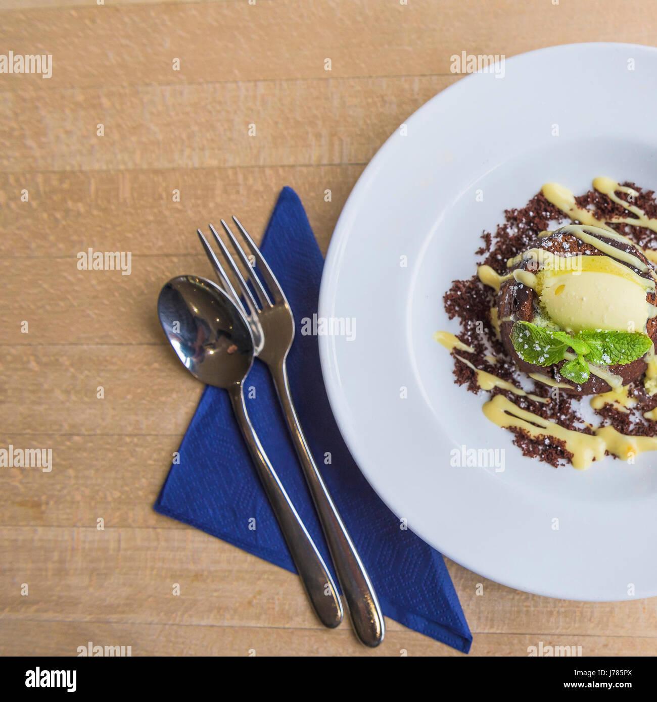 Une vue de dessus d'un dessert servi dans un restaurant; l'alimentation;;; Pudding Photo Stock