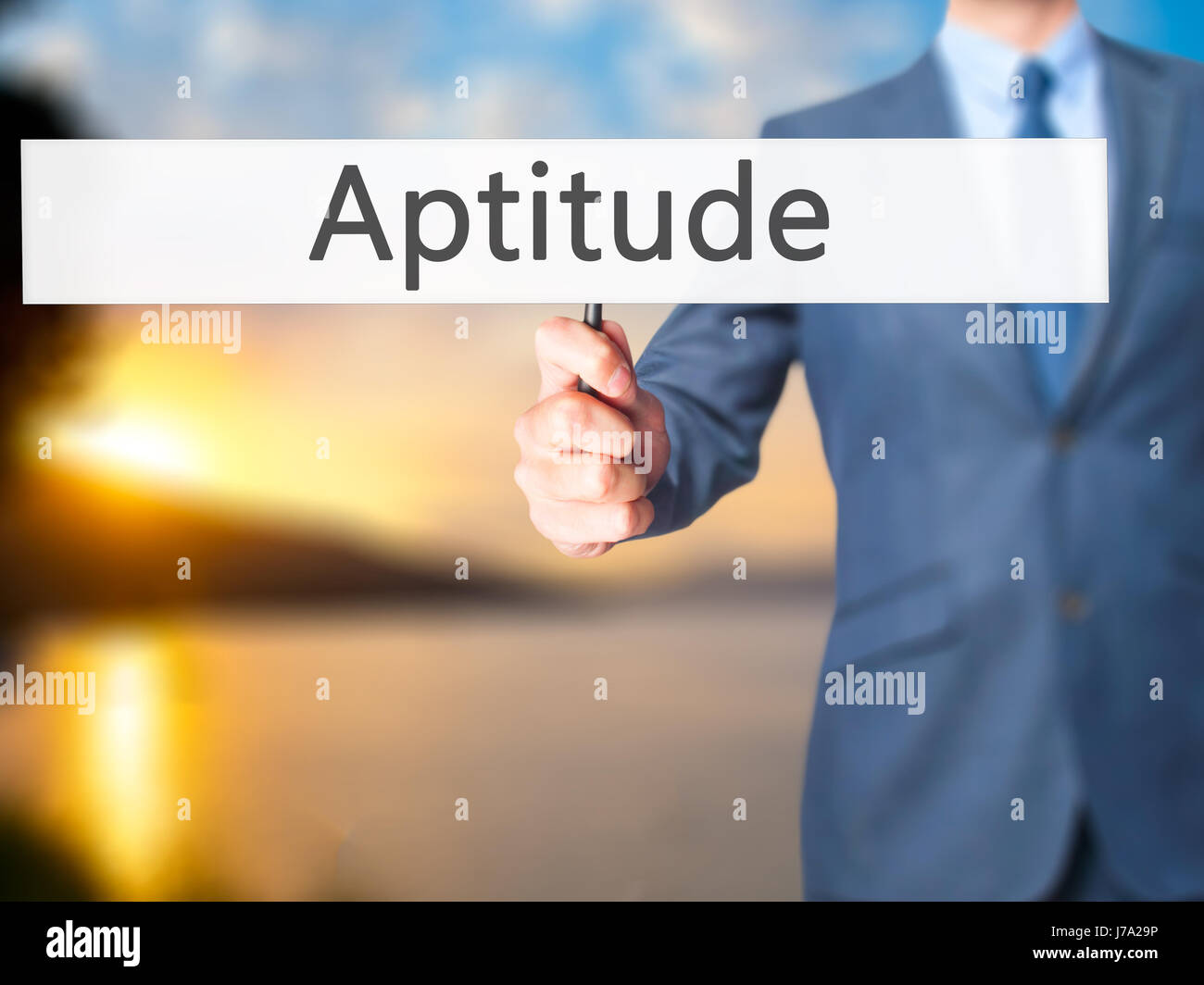 Aptitude - Business man showing signe. Le commerce, la technologie, internet concept. Stock Photo Photo Stock