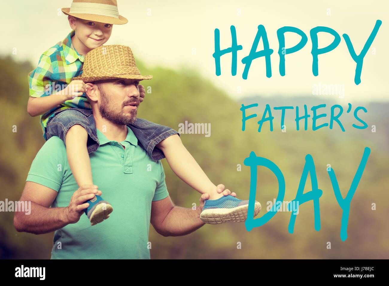 Le père et le fils du temps, le jour de père heureux concept Photo Stock