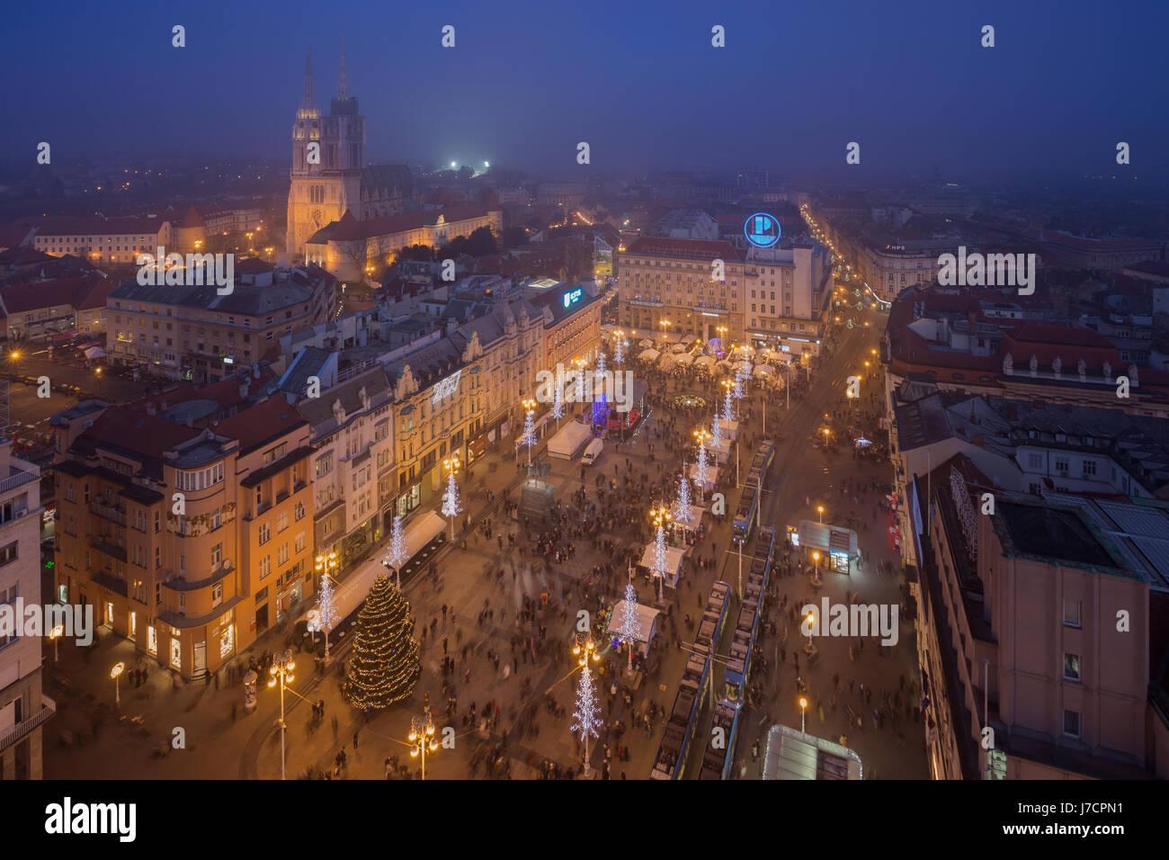 Centre-ville de Zagreb décoré lors de l'avènement, Croatie Photo Stock