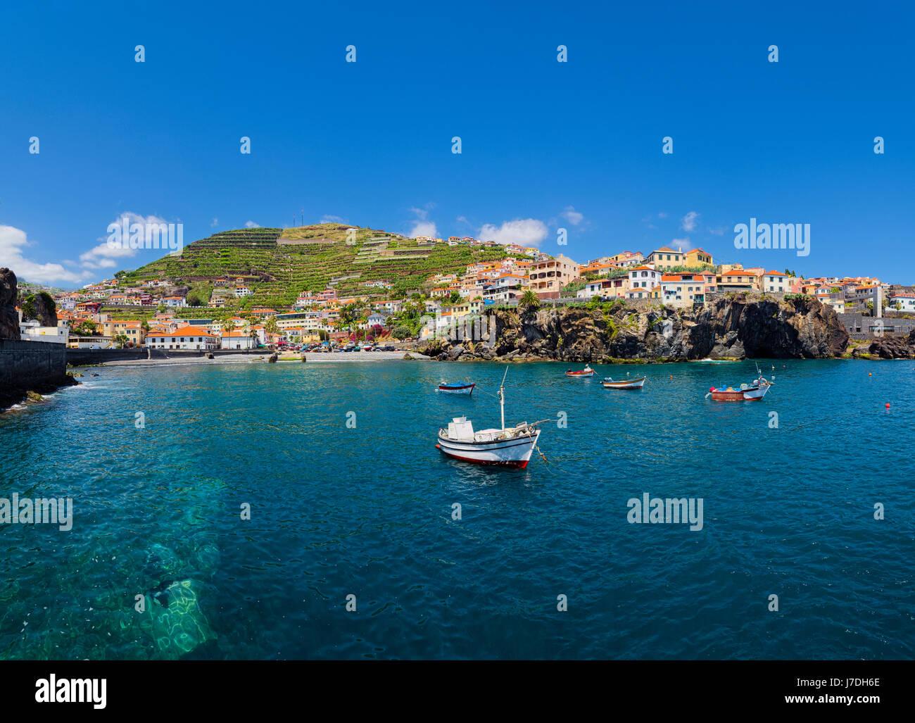 Camara de Lobos - un village de pêche pittoresque sur la côte centre-sud de l'île de Madère. Photo Stock