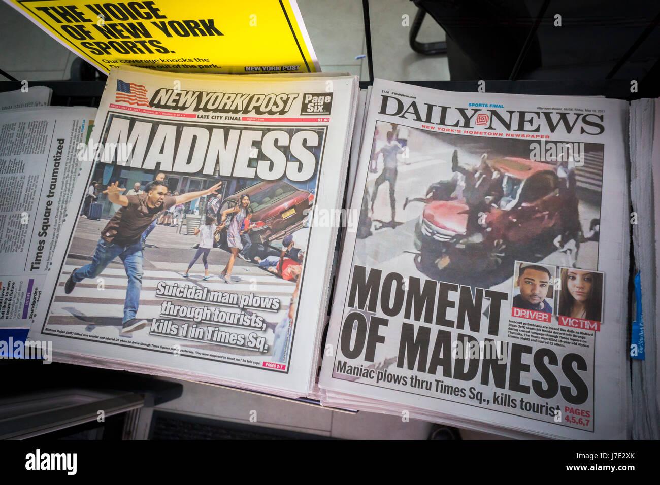Journaux de New York, le vendredi 19 mai, 2017 Rapport sur les jours précédents' rampage prétendument par Richard Rojas à Times Square, qui fait un mort et 22 blessés en conduisant une Honda Accord dans la foule. (© Richard B. Levine) Banque D'Images