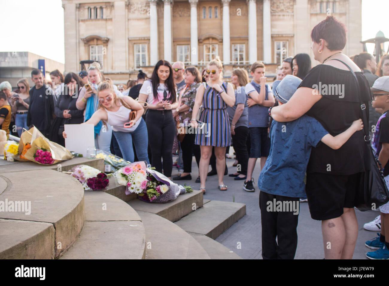 Kingston Upon Hull, le 24 mai 2017, une veillée est organisée pour les victimes de l'attaque terroriste Photo Stock