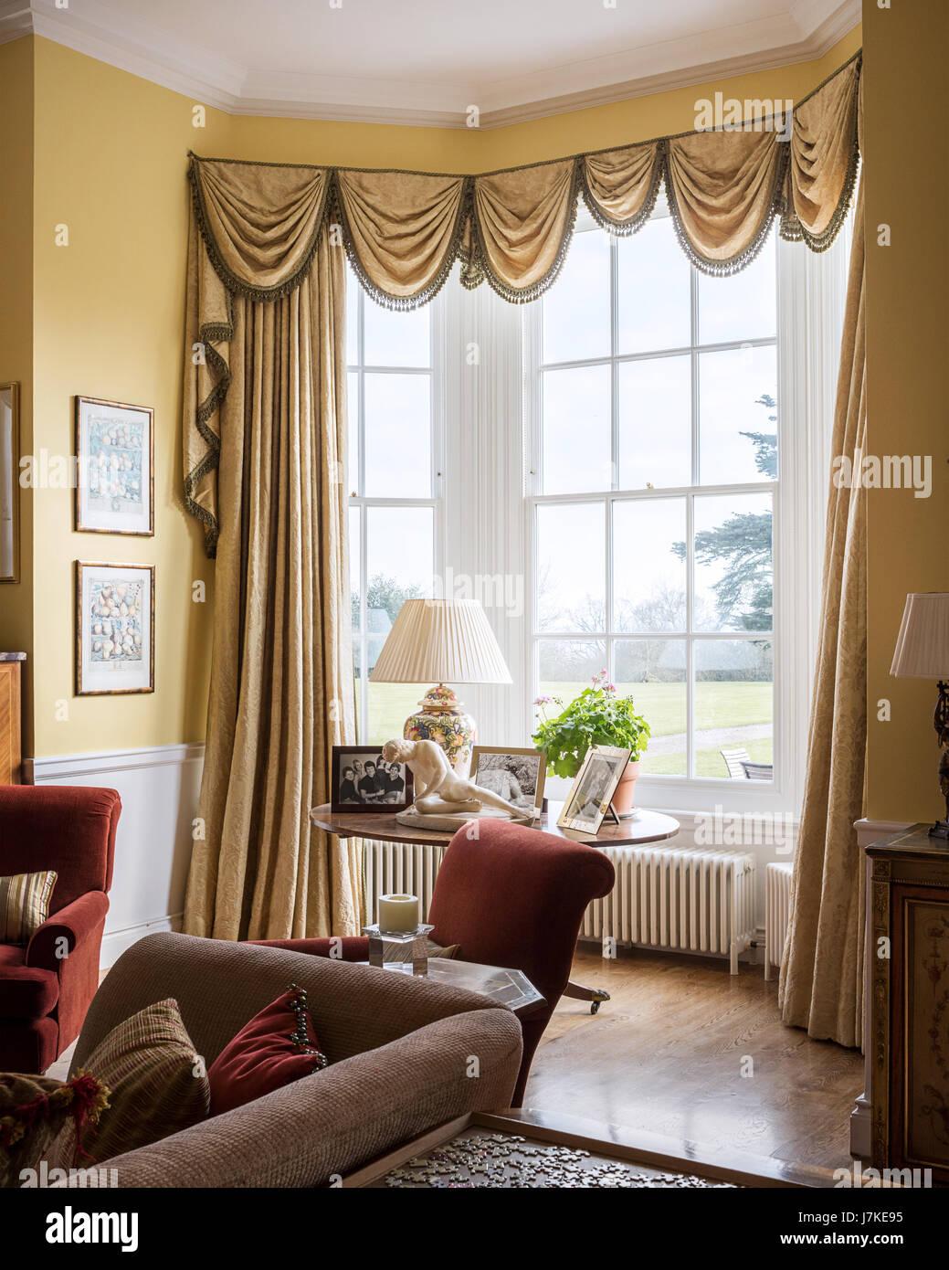 Rideau Sur Baie Vitrée dessin jaune chambre avec rideau tissu en baie vitrée à