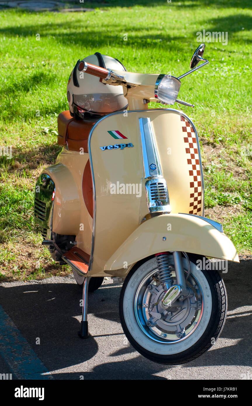 L'Italie, Lombardie, Crema, réunion du scooter Vespa Banque D'Images