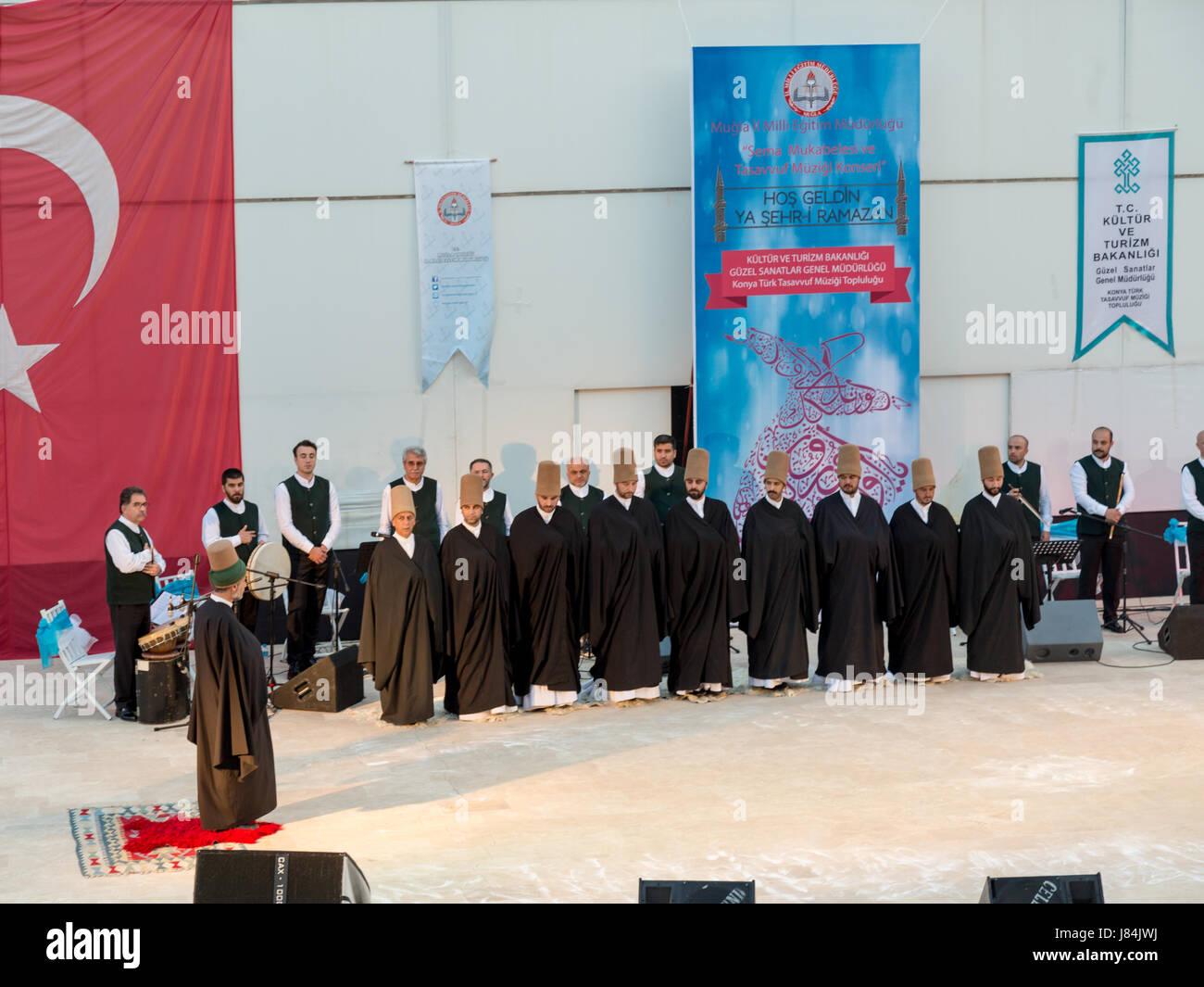 À Marmaris amphitheater à Marmaris, Mugla, Turquie - le 26 mai 2017: spectacle des derviches tourneurs et concert de musique religieuse pour le début du ramadan à Ma Banque D'Images