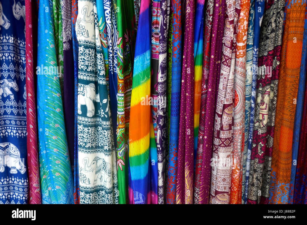 Longueurs de tissu sur la vente à Siem Reap, Cambodge Photo Stock
