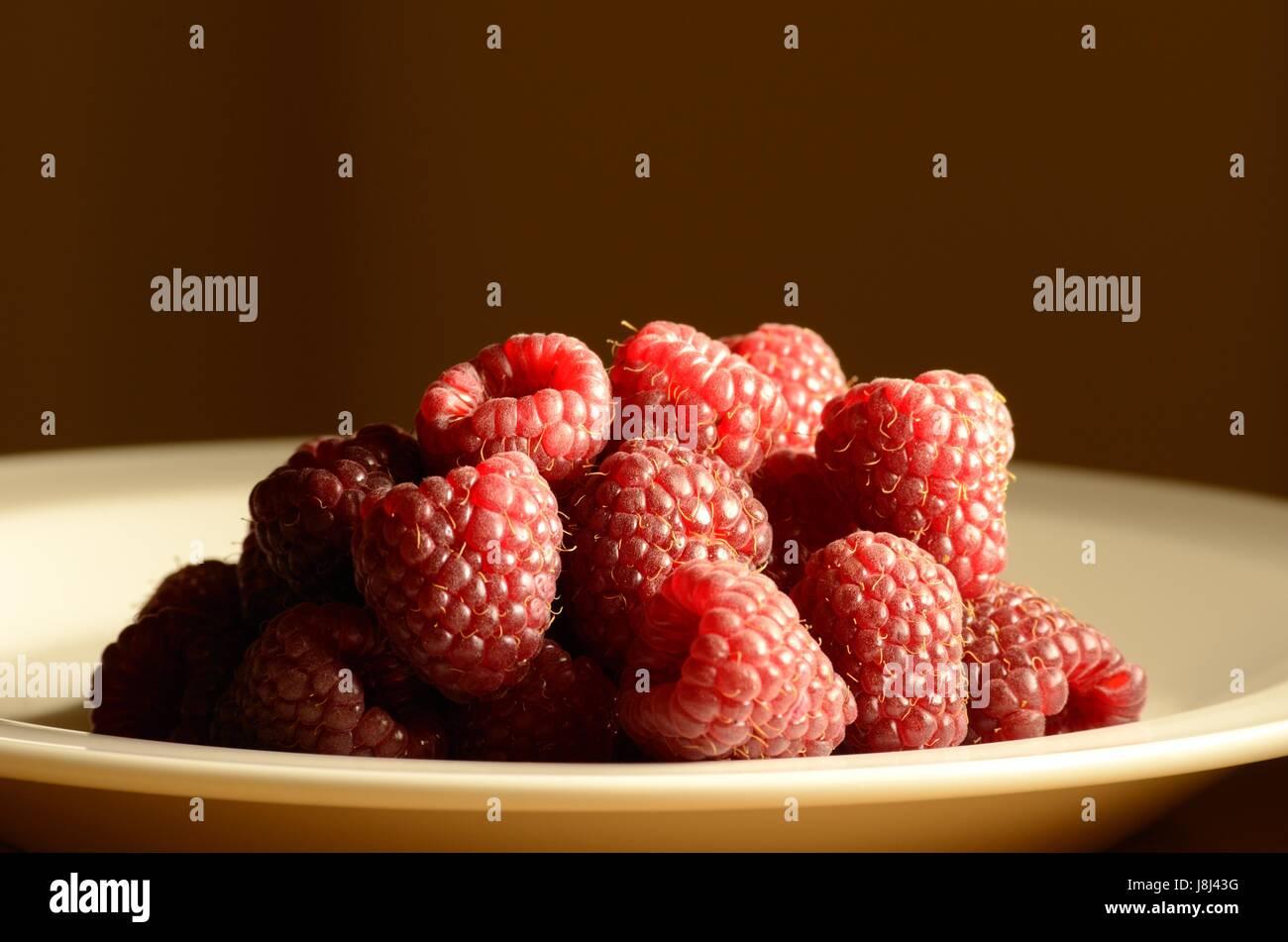 Un plat de framboises Photo Stock
