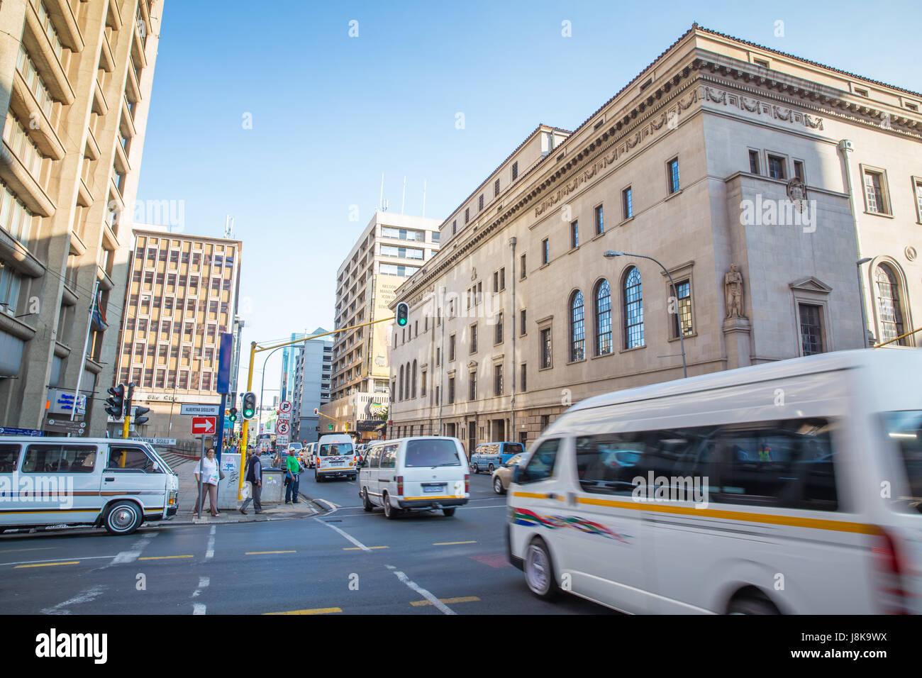Johannesburg, Afrique du Sud - le 13 janvier 2015: matin à pied de l'animation de rues de Johannesburg Photo Stock