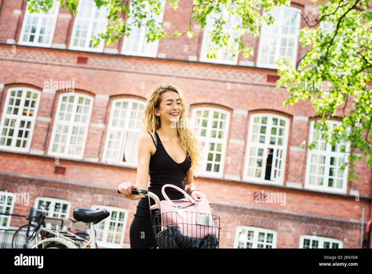 Étudiant (14-15) smiling Banque D'Images
