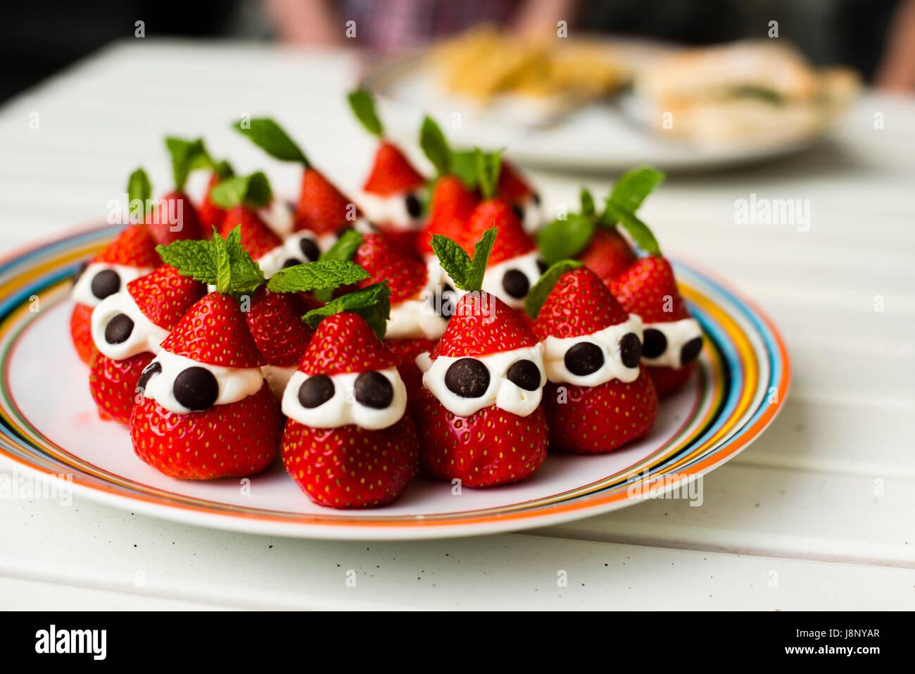 Les fraises sur la plaque Banque D'Images